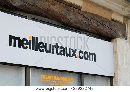 Bordeaux , Aquitaine / France - 01 15 2020 : Meilleurtaux.com Sign Shop Logo Meilleur Taux .com Stor