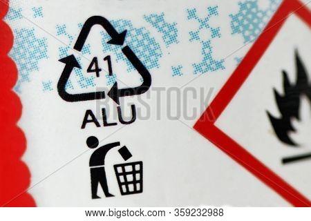 Close-up Of Aluminium Recycling Symbol 41 Alu - Label
