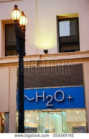 San Francisco, Usa - Sept 23, 2008: Entrance To An H2o Plus Retail Store Offering Skin Care Products