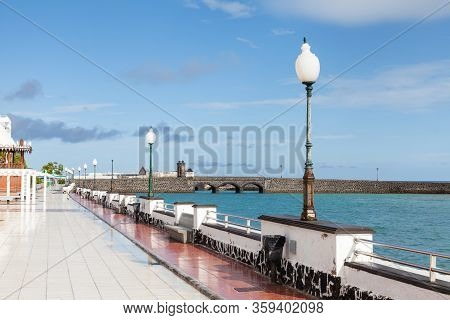 Arrecife Waterfront.  The Arrecife Waterfront On Avenida La Marina, On The Spanish Island Of Lanzaro