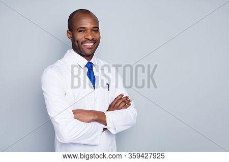 Photo Of Cheerful Doctor Dark Skin Guy Virologist Agent Corona Virus Seminar Conference Arms Crossed