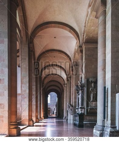 Mainz, Germany - August 12, 2018: Beautiful Details Of Corridor, Arches, Columns In Mainz Cathedral