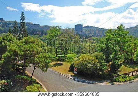 Cavite, Ph - Oct 19: Tagaytay Highlands Asphalt Curve Road On October 19, 2015 In Tagaytay, Cavite,