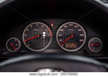 Novosibirsk, Russia - February 19, 2020:   Honda Cr-v,  Ound Speedometer, Odometer With A Range Of 2