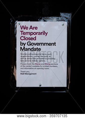 4 April 2020, Las Vegas, Nevada, Usa, Sign On Store Door Shut By Government Mandate Due To Covid-19