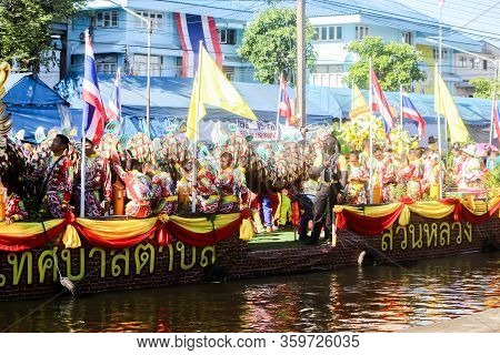 Samutsakorn, Thailand - July Big Boat And Dragon Show In Parade Candle Go To Temple At Katumban In S