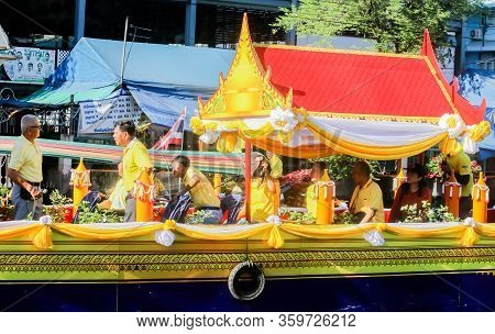 Samutsakorn, Thailand - July Of Candle To Temple At Katumban In Samutsakorn, Thailand On July 16, 20