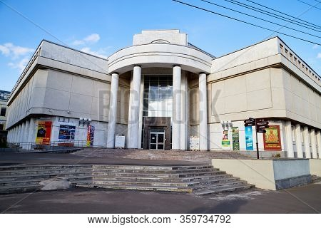 Kirov, Russia - September 10, 2019: The Building Of The Vasnetsov Brothers Art Museum And Blue Sky O