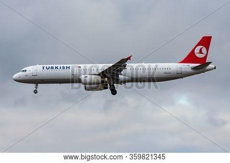 Frankfurt / Germany - December 4, 2012: Turkish Airlines Airbus A321 Tc-jmi Passenger Plane Landing