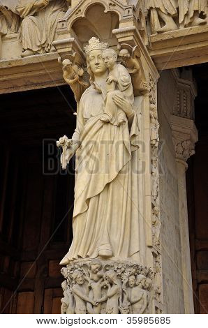Madonna with child. Notre-Dame-de-Paris.