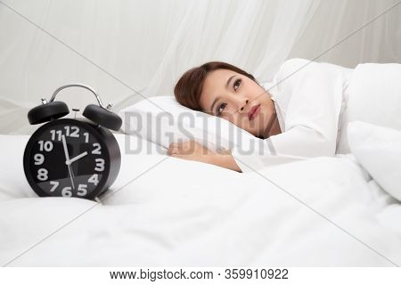 Asian Women With Feelings Of Helplessness And Hopelessness On White Bed In Bedroom, Either Insomnia,