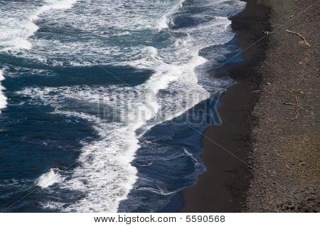 Pololu Valley Beach