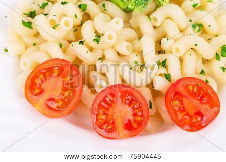 Plate of spaghetti with fresh cherry tomatoes