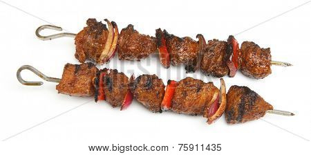 Lamb kebabs with red onion and pepper