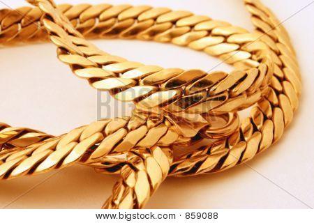 gold chain details 2