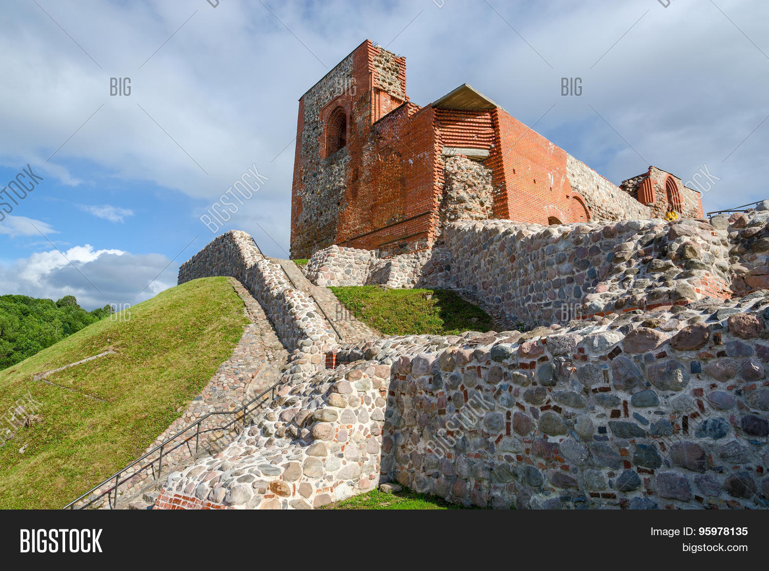 In Lithuania, found the ruins of the legendary castle of suicides
