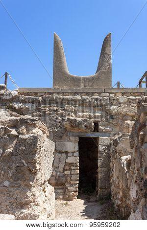 Bulls horns statue at Knossos Minoan Palace