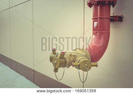 Fire hydrant manifold three outlet water valve