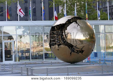 New York, United States. September 22Nd 2016 - Sphere Within Sphere, A Bronze Sculpture In United Na
