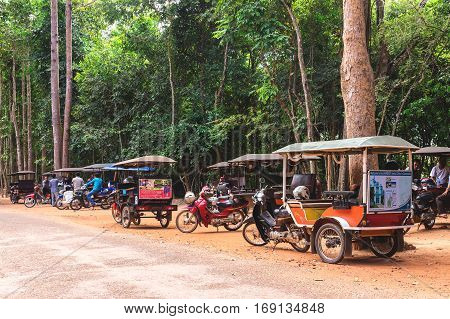 Angkor Wat, Cambodia - December 5, 2016: Dealers And Tourists