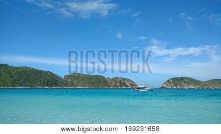 Praia exótica com beleza natural e águas cristalinas