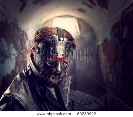 Serial maniac in hockey mask at torture chamber