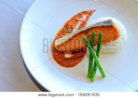 Pan seared salmon with choo chee sauce