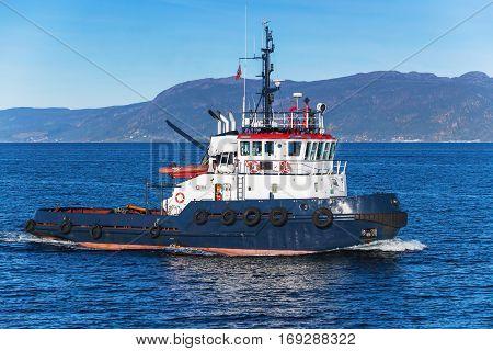 Tug Boat Underway