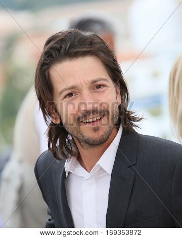 Diego Luna attends the Jury Un Certain Regard photocall during the 69th annual Cannes Film Festival at the Palais des Festivals on May 13, 2016 in Cannes, France.
