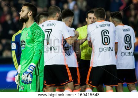 VALENCIA, SPAIN - JANUARY 3: (1) Sergio and Valencia players during King Cup soccer match between Valencia CF and Celta de Vigo at Mestalla Stadium on January 3, 2017 in Valencia, Spain