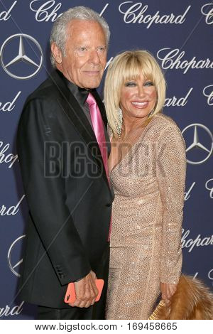 PALM SPRINGS - JAN 2:  Alan Hamel, Suzanne Somers at the Palm Springs International FIlm Festival Gala at Palm Springs Convention Center on January 2, 2017 in Palm Springs, CA