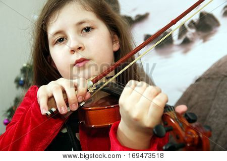 Focusing confident girl playing the violin melody