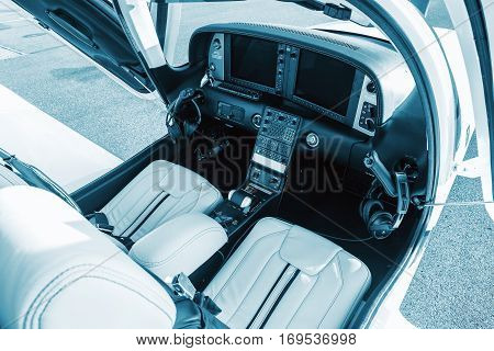 The dashboard sports a small aircraft navigation devices and two large display. Interior single turboprop aircraft SR22