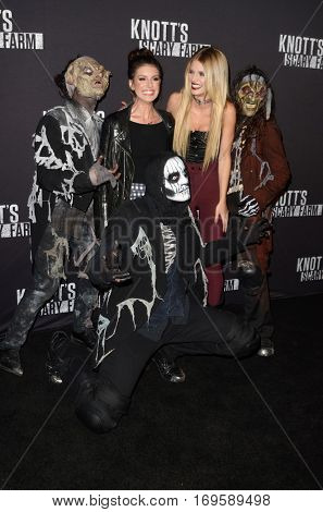LOS ANGELES - SEP 30:  Shenae Grimes, AnnaLynne McCord at the 2016 Knott's Scary Farm at Knott's Berry Farm on September 30, 2016 in Buena Park, CA