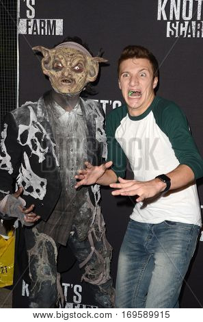 LOS ANGELES - SEP 30:  Lance Stewart at the 2016 Knott's Scary Farm at Knott's Berry Farm on September 30, 2016 in Buena Park, CA