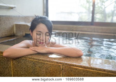 Woman enjoy onsen in Japan