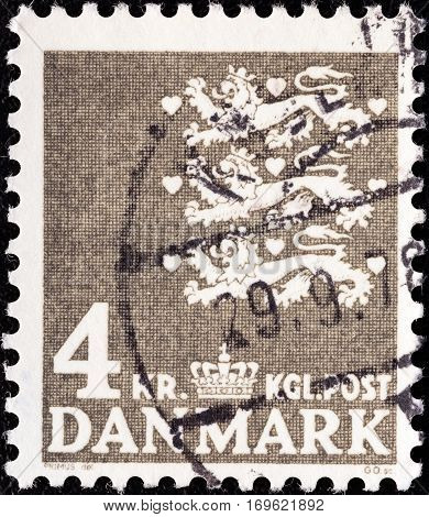 DENMARK - CIRCA 1946: A stamp printed in Denmark shows National Coat of Arms, circa 1946.