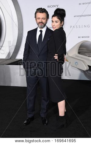 LOS ANGELES - DEC 14:  Michael Sheen and Sarah Silverman arrives to the