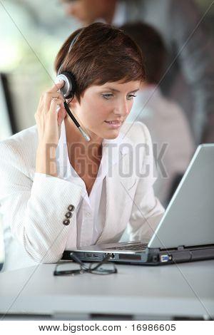 Geschäftsfrau auf eine video-Konferenz