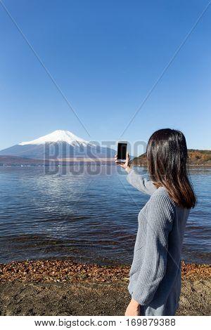 Woman take photo of Fujisan