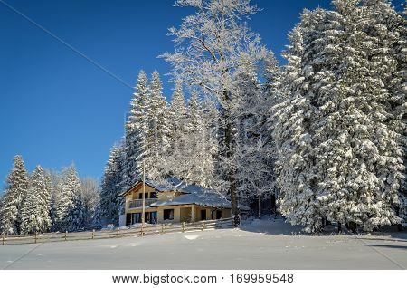Mountain house winter scene, beautiful winter environment