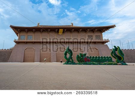 Xian, Shaanxi Province, China - Aug 11, 2018 : Tourists Walking By Daming Palace On A Sunny Day