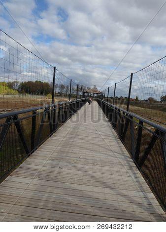 Pont Passerelle Ouverte En Perspective Très Longue Et En Bois