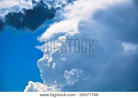 Nibus de enormes cumulus