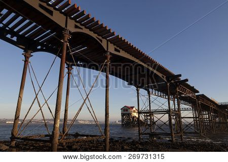 Editorial Swansea, Uk - November 18, 2018: The Old Victorian Mumbles Pier In The Middle Of Total Ref