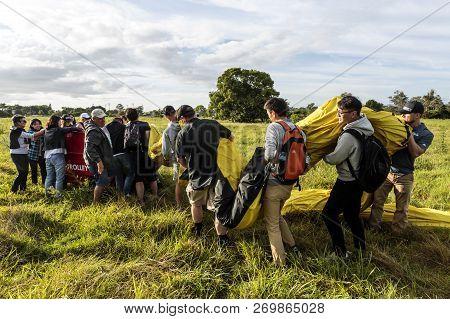 Gold Coast, Australia - November 14, 2018:  Passengers Of The Hot Air Balloon Helping Loading The Lo