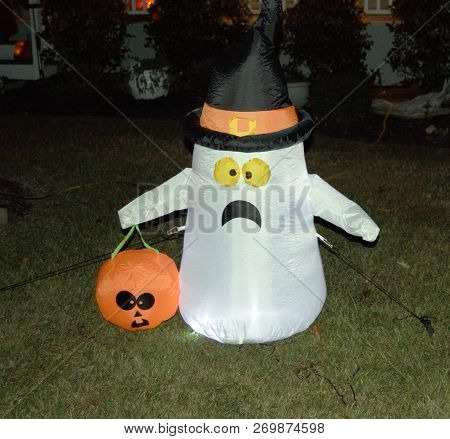 Inflatable White Ghost Halloween Lawn Yard Decoration