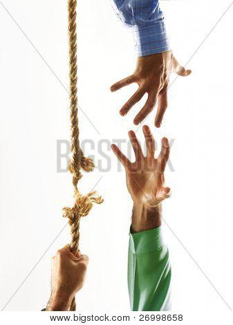 Ayudando a mano agite y subir.