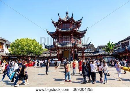 Shanghai, China - May, 2019: Qibao Temple And Pagoda In Shanghai, China With Tourists. Sunny Day