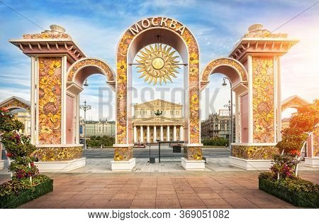 Moscow/russia - 09/03/2016. Summer Arches With Flowers Near The Bolshoi Theatre In Moscow On A Sunny